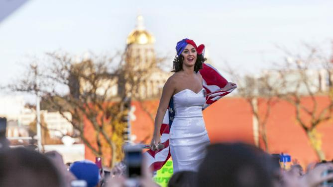 UPDATE - REFILING WITH PHOTOGRAPHER'S BYLINEKaty Perry performs for supporters of U.S. Democratic presidential candidate Hillary Clinton at a rally before the Jefferson-Jackson Dinner in Des Moines, Iowa October 24, 2015.  REUTERS/Brian Frank