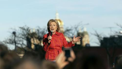 U.S. Democratic presidential candidate Hillary Clinton speaks at a rally before the Jefferson-Jackson Dinner in Des Moines, Iowa October 24, 2015. Picture taken October 24, 2015. REUTERS/Brian C. Frank