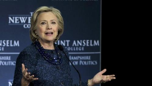 """U.S. Democratic presidential candidate and former Secretary of State Hillary Clinton speaks at the """"Politics & Eggs lunch"""" at the Institute of Politics at Saint Anselm College in Manchester, New Hampshire October 28, 2015. REUTERS/Katherine Taylor"""