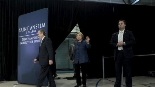 """U.S. Democratic presidential candidate and former Secretary of State Hillary Clinton arrives at the """"Politics & Eggs lunch"""" at the Institute of Politics at Set Anselm College in Manchester, New Hampshire October 28, 2015. REUTERS/Katherine Taylor"""