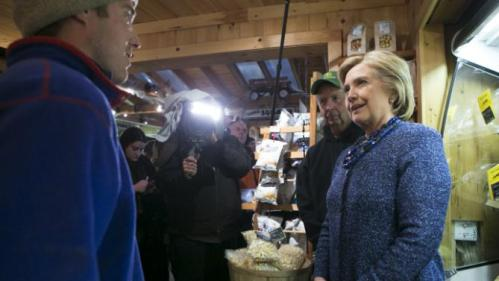 U.S. Democratic presidential candidate and former Secretary of State Hillary Clinton speaks with field manager Kyle Lacasse (L) at Moulton Farm in Meredith, New Hampshire October 28, 2015. REUTERS/Katherine Taylor