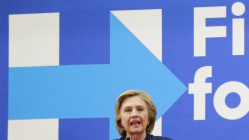 """U.S. Democratic presidential candidate and former Secretary of State Hillary Clinton speaks at the """"Carroll County Democratic Committee's Annual Grover Cleveland Dinner"""" at the Attitash Mountain Resort in Bartlett, New Hampshire October 28, 2015. REUTERS/Katherine Taylor"""
