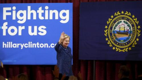 """U.S. Democratic presidential candidate and former Secretary of State Hillary Clinton waves at the """"Carroll County Democratic Committee's Annual Grover Cleveland Dinner"""" at the Attitash Mountain Resort in Bartlett, New Hampshire October 28, 2015. REUTERS/Katherine Taylor"""