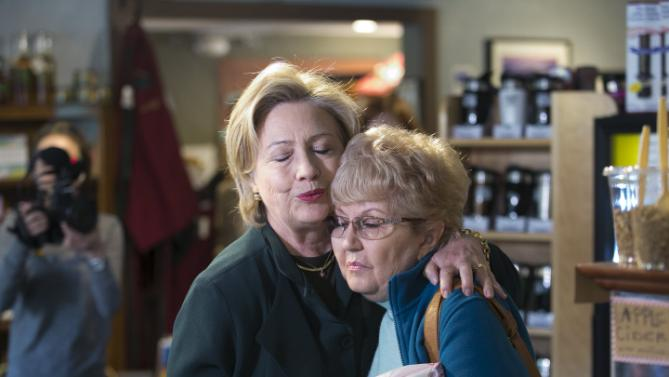 U.S. Democratic presidential candidate and former Secretary of State Hillary Clinton (L) hugs a woman at White Mountain Cafe in Gorham, New Hampshire October 29, 2015. REUTERS/Katherine Taylor