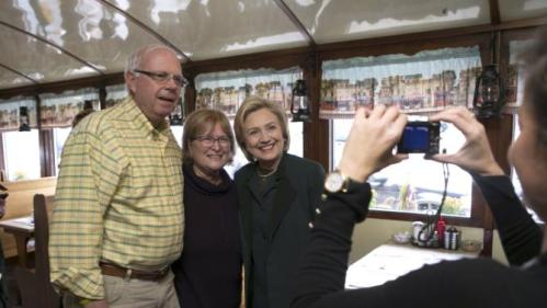 U.S. Democratic presidential candidate and former Secretary of State Hillary Clinton poses for photograph with customers at the Littleton Dinner in Littleton, New Hampshire October 29, 2015.   REUTERS/Katherine Taylor