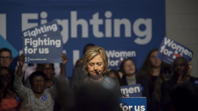 U.S. Democratic presidential candidate Hillary Clinton pauses during a speech to members of The International Longshoremen's Association in Charleston, South Carolina, October 31, 2015.  REUTERS/Randall Hill