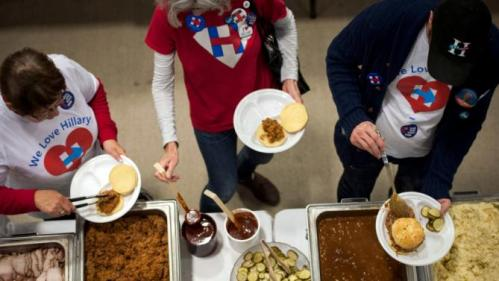 A supporter of Democratic U.S. presidential candidate Hillary Clinton go through the buffet at the Central Iowa Democrats Fall Barbecue in Ames, Iowa November 15, 2015. REUTERS/Mark Kauzlarich
