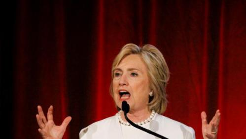 Democratic U.S. presidential candidate Hillary Clinton delivers remarks to gun violence prevention advocates at the Brady CenterÕs annual Brady Bear Awards Gala in the Manhattan borough in New York, November 19, 2015. Hillary Clinton is the recipient of the inaugural Mario M. Cuomo Leadership Award. REUTERS/Stephanie Keith