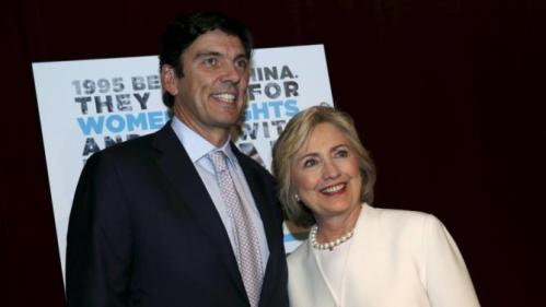 "Democratic U.S. presidential candidate Hillary Clinton poses with AOL CEO Tim Armstrong as she arrives for the premiere of the documentary film ""Makers: Once And For All"" at the DOC NYC documentary film festival in the Manhattan borough of New York City, November 19, 2015. ""Makers: Once And For All"" tells the story of the 1995 Beijing Women's Conference and features commentary from the former U.S. First Lady and Secretary of State. REUTERS/Mike Segar"
