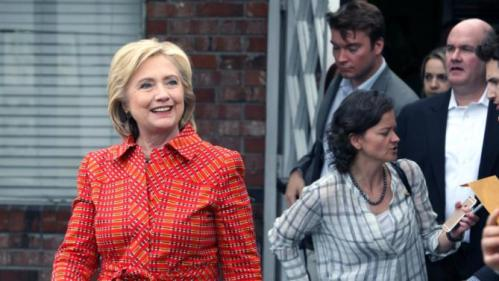 Democratic presidential candidate Hillary Rodham Clinton departs the Crossroads an Substance Abuse Facility sponsored by Catholic Charities of Northern Monday, Nov. 23, 2015, after a tour in Reno, Nev. (AP Photo/Lance Iversen)