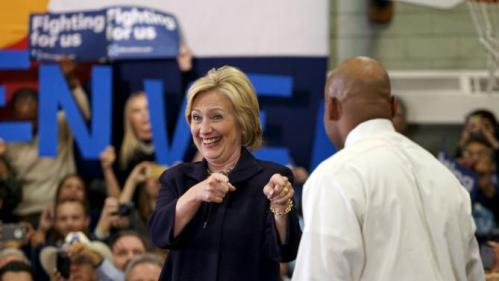 U.S. Democratic presidential candidate Hillary Clinton gestures at Denver mayor Michael Hancock who introduced her at a campaign event at a high school in Denver, Colorado November 24, 2015. REUTERS/Rick Wilking