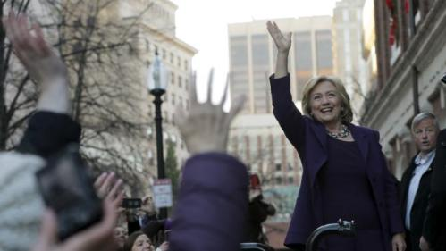 U.S. Democratic presidential candidate Hillary Clinton greets the crowd outside a campaign rally at Faneuil Hall in Boston, Massachusetts November 29, 2015. REUTERS/Brian Snyder
