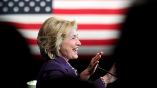 U.S. Democratic presidential candidate Hillary Clinton acknowledges the crowd at the New Hampshire Democratic Party's Jefferson Jackson dinner in Manchester, New Hampshire November 29, 2015. REUTERS/Mary Schwalm