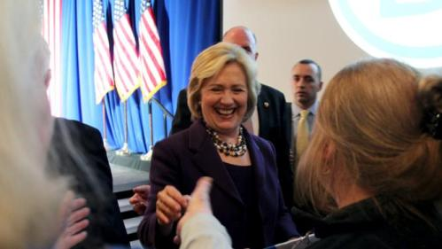 U.S. Democratic presidential candidate Hillary Clinton smiles as she greets the crowd after speaking at the New Hampshire Democratic Party's Jefferson Jackson dinner in Manchester, New Hampshire November 29, 2015. REUTERS/Mary Schwalm