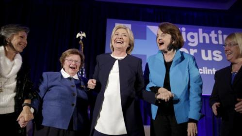 "Democratic presidential candidate Hillary Clinton (C) smiles as she joins 13 female senators for a ""Women for Hillary"" endorsement event and fundraiser in Washington November 30, 2015. With her from left are Senators Barbara Boxer (D-CA), Barbara Mikulski (D-MD), Dianne Feinstein (D-CA) and Patty Murray (D-WA). REUTERS/Joshua Roberts"