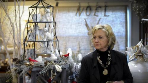U.S. Democratic presidential candidate Hillary Clinton shops for Christmas items in a gift shop at Community Orchard in Fort Dodge, Iowa December 4, 2015. REUTERS/Mark Kauzlarich