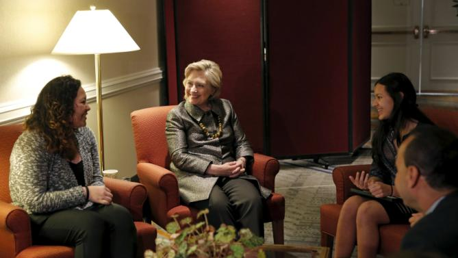 Democratic U.S. presidential candidate Hillary Clinton meets with members of the Suarez family, a mixed status immigrant family originally from Honduras now living on Long Island, New York, before addressing the 2015 National Immigrant Integration Conference in the Brooklyn borough of New York City, December 14, 2015. At left is Marcy Yonaly Suarez and on the right is Angie Suarez. REUTERS/Mike Segar