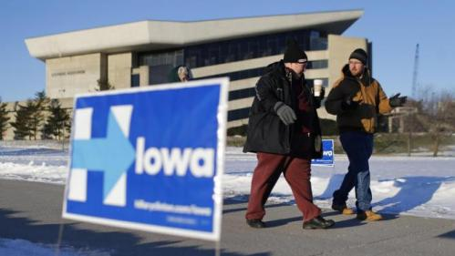 People walk to a campaign event featuring Democratic presidential candidate Hillary Clinton, Tuesday, Jan. 12, 2016, at Iowa State University in Ames, Iowa. (AP Photo/Patrick Semansky)