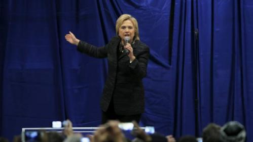 U.S. Democratic presidential candidate Hillary Clinton speaks during Jim Clyburn's Annual Fish Fry in Charleston, South Carolina January 16, 2016. REUTERS/Chris Keane