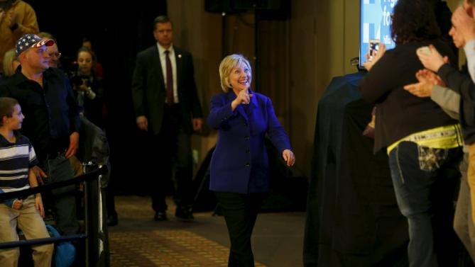 U.S. Democratic presidential candidate Hillary Clinton arrives for an event at a hotel in Burlington, Iowa, January 20, 2016. REUTERS/Aaron P. Bernstein