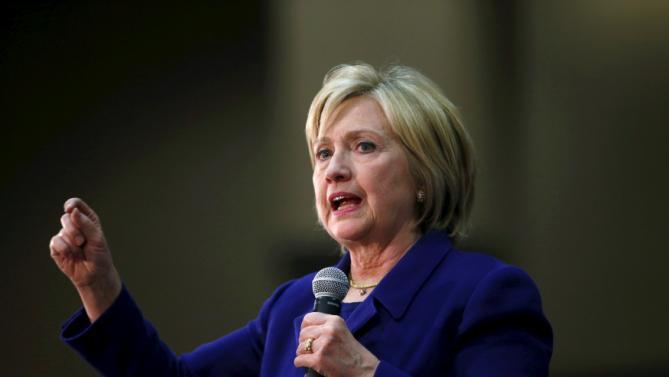 U.S. Democratic presidential candidate Hillary Clinton speaks at a hotel in Burlington, Iowa, January 20, 2016. REUTERS/Aaron P. Bernstein