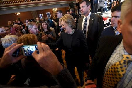 U.S. Democratic presidential candidate Hillary Clinton greets supporters at the Rochester Opera House campaign town hall meeting in Rochester, New Hampshire January 22, 2016.   REUTERS/Faith Ninivaggi