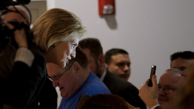 Democratic presidential candidate Hillary Clinton is illuminated by a cellphone flash at the Jewish Federation of Greater Des Moines while campaigning in Des Moines, Iowa January 25, 2016.   REUTERS/Rick Wilking