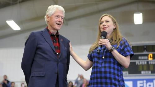 "Former U.S. President Bill Clinton and his daughter Chelsea introduce U.S. Democratic presidential candidate Hillary Clinton during a ""Get Out to Caucus"" rally in Cedar Rapids, Iowa January 30, 2016. REUTERS/Brian Snyder"