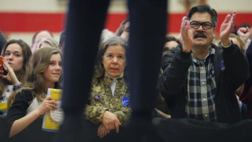 "Audience members listen as U.S. Democratic presidential candidate Hillary Clinton speaks during a ""Get Out to Caucus"" rally in Cedar Rapids, Iowa January 30, 2016. REUTERS/Brian Snyder"
