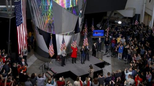 U.S. Democratic presidential candidate Hillary Clinton (C), in red, waves after arriving to campaign rally with daughter Chelsea Clinton, Gabby Giffords (L) and her husband Mark Kelly (R) during a campaign rally at Iowa State University in Ames, Iowa January 30, 2016. REUTERS/Adrees Latif