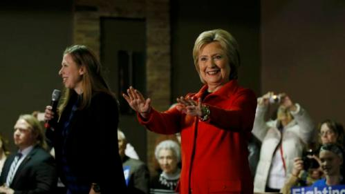 US presidential candidate Hillary Clinton and her daughter Chelsea speak at a campaign event in Carroll, Iowa February 30, 2016. REUTERS/Jim Bourg