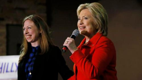 Democratic U.S. presidential candidate Hillary Clinton thanks her daughter Chelsea (L) for introducing her at a campaign event in Carroll, Iowa January 30, 2016. REUTERS/Jim Bourg