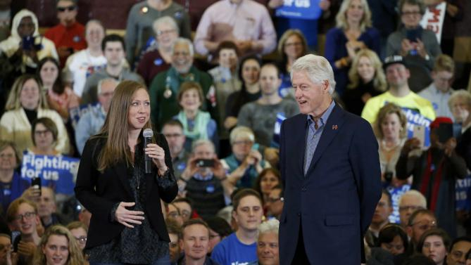 U.S. former President Bill Clinton and his daughter Chelsea speak during a campaign rally for Democratic presidential candidate Hillary Clinton in Des Moines, Iowa January 31, 2015. REUTER/Brian Snyder