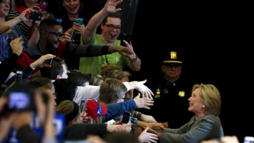 U.S. Democratic presidential candidate Hillary Clinton greets supporters after arriving to a campaign rally at Abraham Lincoln High School in Des Moines, Iowa January 31, 2016. REUTERS/Adrees Latif