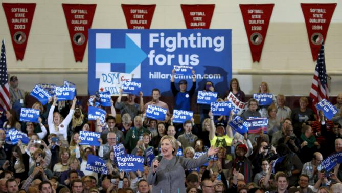U.S. Democratic presidential candidate Hillary Clinton takes part in a  campaign rally at Abraham Lincoln High School in Des Moines, Iowa January 31, 2016.  REUTERS/Adrees Latif