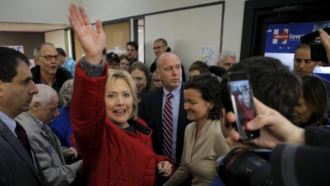 U.S. Democratic presidential candidate Hillary Clinton waves to volunteers during a visit to a campaign office in Des Moines, Iowa February 1, 2016, the day of Iowa's first-in-the-nation caucus.    REUTERS/Brian Snyder