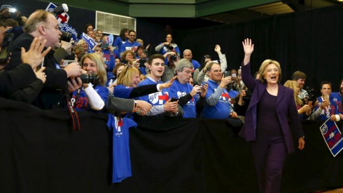 U.S. Democratic presidential candidate Hillary Clinton waves as she arrives to lead a campaign rally at Nashua Community College, in Nashua, New Hampshire February 2, 2016.  REUTERS/Adrees Latif
