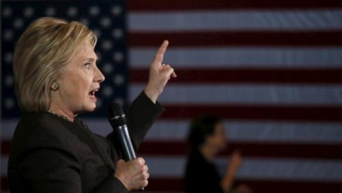 U.S. Democratic presidential candidate Hillary Clinton gestures as she campaigns in Dover, New Hampshire February 3, 2016. REUTERS/Adrees Latif
