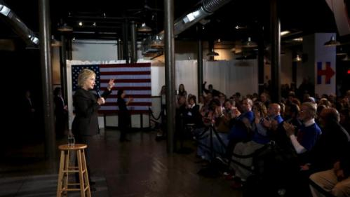 U.S. Democratic presidential candidate Hillary Clinton campaigns in Dover, New Hampshire February 3, 2016. REUTERS/Adrees Latif