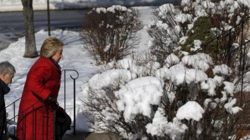U.S. Democratic presidential candidate Hillary Clinton walks up to the door of a home while canvassing door-to-door to greet voters in a neighborhood in Manchester, New Hampshire February 6, 2016. REUTERS/Brian Snyder