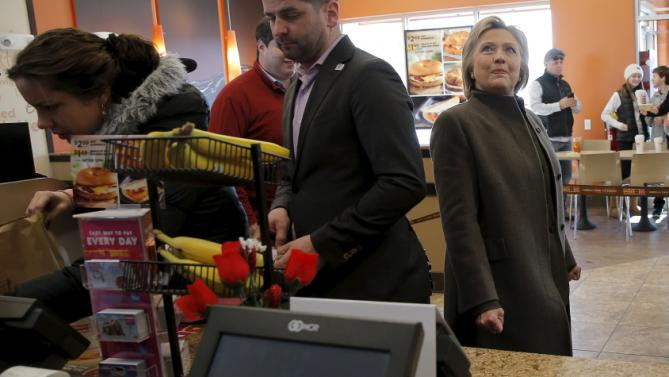U.S. Democratic presidential candidate Hillary Clinton looks at the menu during a stop at a Dunkin' Donuts in Manchester, New Hampshire February 7, 2016.  REUTERS/Brian Snyder