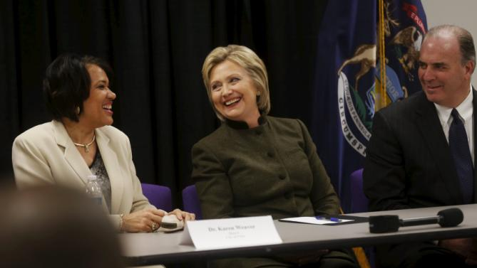 Democratic presidential candidate Hillary Clinton (C) meets with Flint Mayor Karen Weaver (L) and congressman Dan Kildee (D-MI) after speaking at a church in Flint, Michigan February 7, 2016.   REUTERS/Rebecca Cook