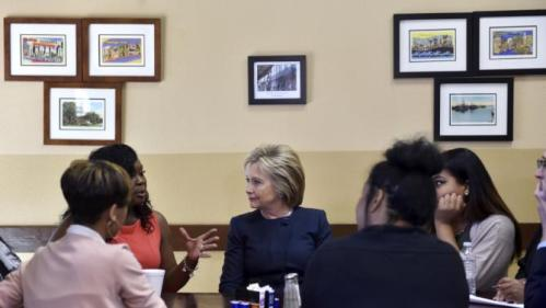 Democratic presidential candidate Hillary Clinton meets with local residents at a cafe in Las Vegas, Nevada February 13, 2016. REUTERS/David Becker