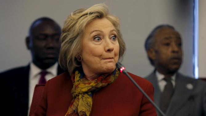 Democratic U.S. presidential candidate Hillary Clinton gestures as she meets with civil rights leaders at the National Urban League in the Manhattan borough of New York City, February 16, 2016.   REUTERS/Mike Segar