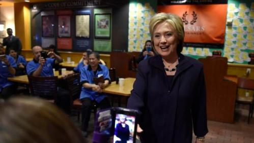 U.S. Democratic presidential candidate Hillary Clinton greets workers in the employee dinning room at the Rio Hotel and Casino in Las Vegas, Nevada February 18, 2016. REUTERS/David Becker