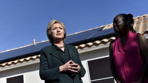 U.S. Democratic presidential candidate Hillary Clinton (L) meets with homeowner Vicki Early to discuss her solar panels in Las Vegas, Nevada February 19, 2016. REUTERS/David Becker