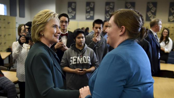 U.S. Democratic presidential candidate Hillary Clinton meets with students at Del Sol High School in Las Vegas, Nevada February 19, 2016. REUTERS/David Becker