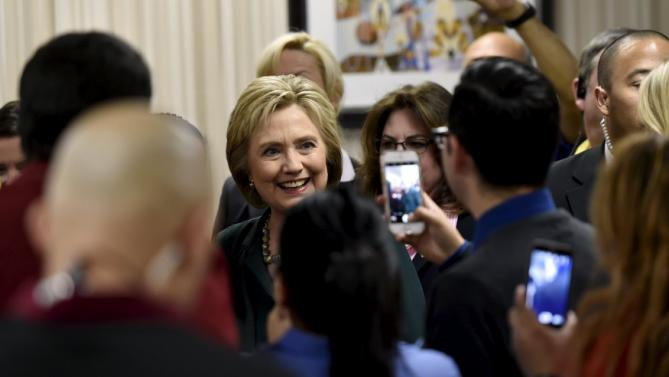 U.S. Democratic presidential candidate Hillary Clinton meets workers in the employee dinning room at the New York-New York Hotel & Casino in Las Vegas, Nevada February 19, 2016. REUTERS/David Becker