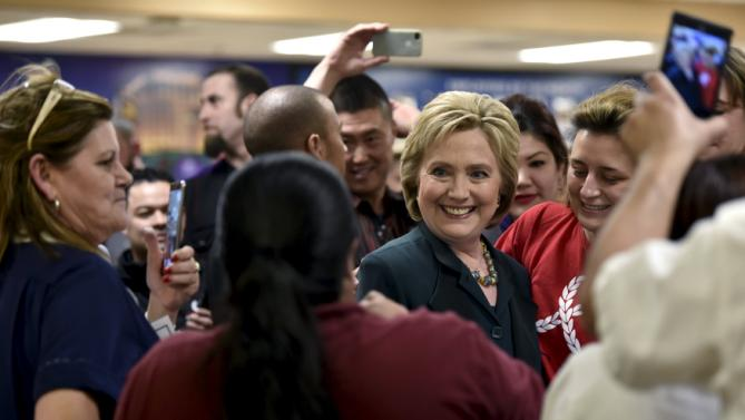 U.S. Democratic presidential candidate Hillary Clinton meets workers in the employee dining room at Planet Hollywood Resort & Casino in Las Vegas, Nevada February 19, 2016. REUTERS/David Becker