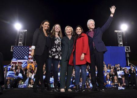 Eva Longoria, Chelsea Clinton, U.S. Democratic presidential candidate Hillary Clinton, America Ferrera and former President Bill Clinton (L-R) wave to supporters before Hillary Clinton spoke at a campaign rally at the Clark County Government Center in Las Vegas, Nevada February 19, 2016. REUTERS/David Becker